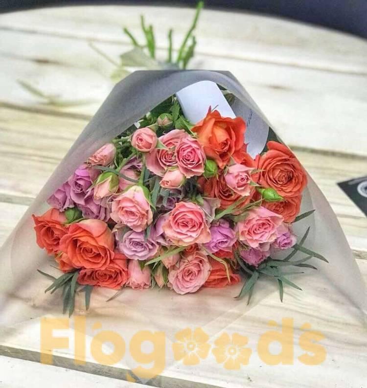 Букет «Мечта» из кустовых роз в прозрачной упаковке купить недорого в Куровском